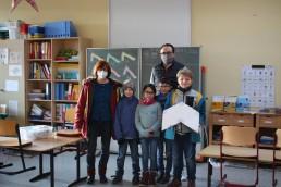 PTSGroup_KALLE macht Schule_Gruppenfoto mit Schulleiterin Ingrid Moke